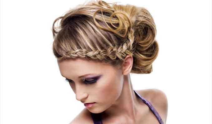 Így hordd a hajad kánikulában! Lépésről-lépésre képekkel