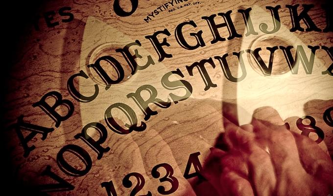 �zen a szellemvil�g - Ouija-t�bla