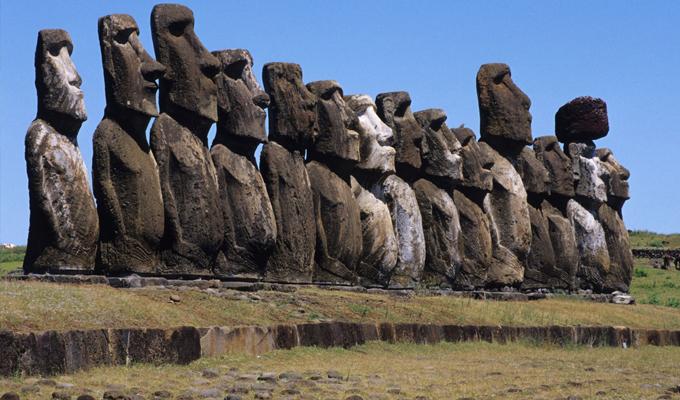 Titokzatos k�t�mb�k, �ri�sfejek - A H�sv�t-sziget fot�kkal