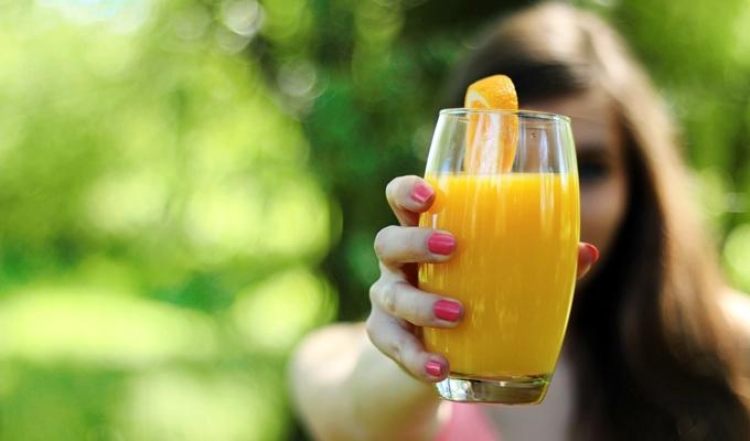 7 fogyaszt� hozz�val�, ami italokhoz adva, olvasztja a kil�kat