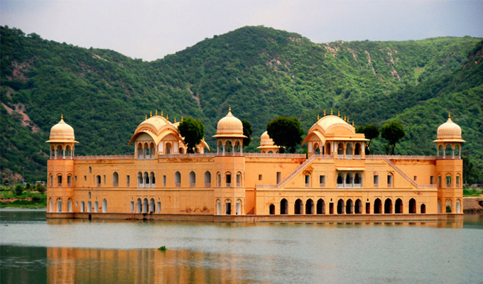 5 l�legzetel�ll�t� kir�lyi palota Jaipur v�ros�ban