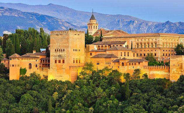 Mes�s k�peken Granada csod�latos palotaer�dje - Alhambra