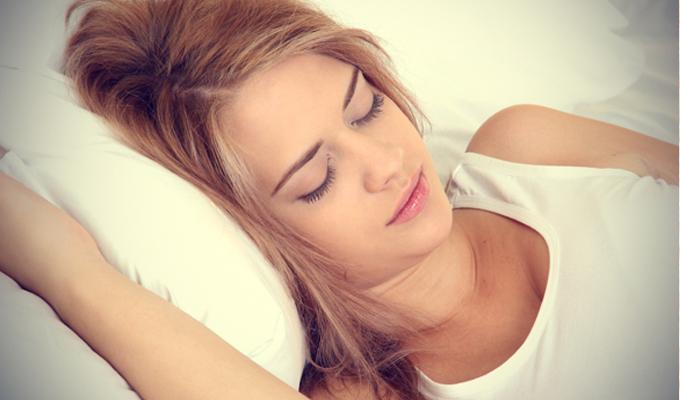 Ezért az 5 dologért érdemes a baloldalon aludni - Te milyen pózban alszol?