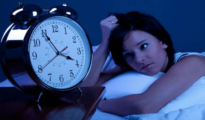 7 jel, hogy eg�szs�g�gyi probl�m�id vannak - �rulkodnak r�la az alv�si szok�said