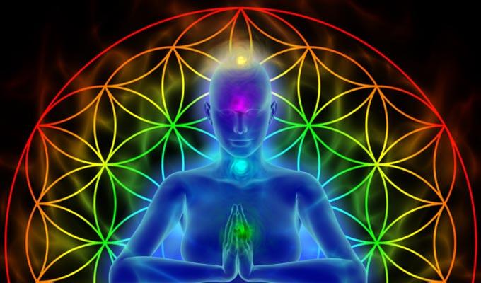 4 könnyű gyakorlat, amivel telepatikusan megvédheted magad az energiavámpíroktól és a negativitástól