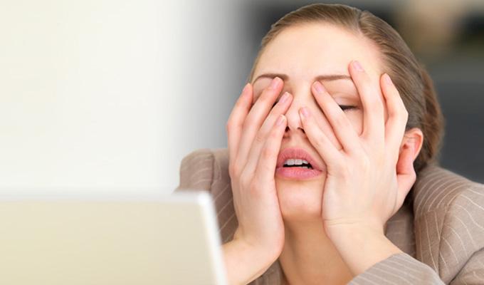 Ez történik a testeddel, ha túl sok stressz ér tartósan - Ne hagyd figyelmen kívül!