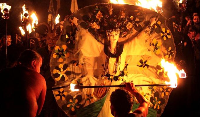 10 dolog, amit valószínűleg nem tudtál Április 30-ról a boszorkányok mágikus napjáról