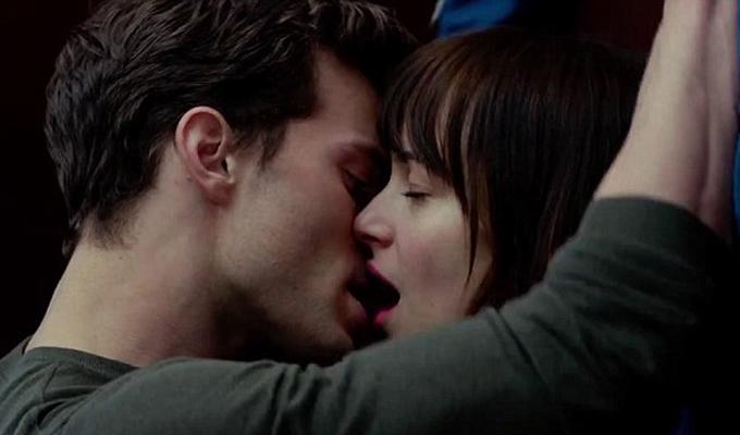 8 sztár, akinek gyomorforgató csókjelenetben volt részük, miközben mi könnyes szemmel bámultuk őket