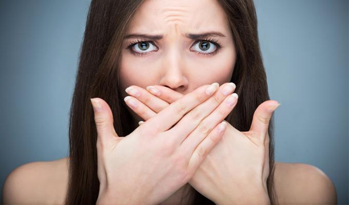 7 egyszerű módja, hogy teszteld a leheletedet - Sokan megfeledkeznek a szájhigiénia fontosságáról