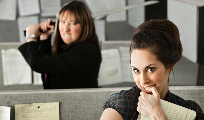 5 dolog, amit megtehetsz akkor, amikor szenyóznak veled a munkahelyeden