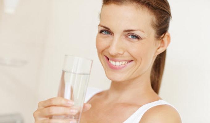 Érdemes lefekvés előtt meginni egy pohár vizet - Most az okát is megtudhatod!