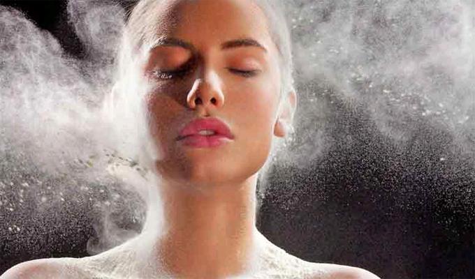 7 meglepő szépség trükk, melyet könnyedén kipróbálhatsz a babahintőpor segítségével