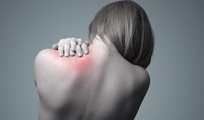 A bőrrák 7 olyan tünete, aminek látszólag semmi köze magához a bőrhöz - Jó, ha tisztában vagy vele!