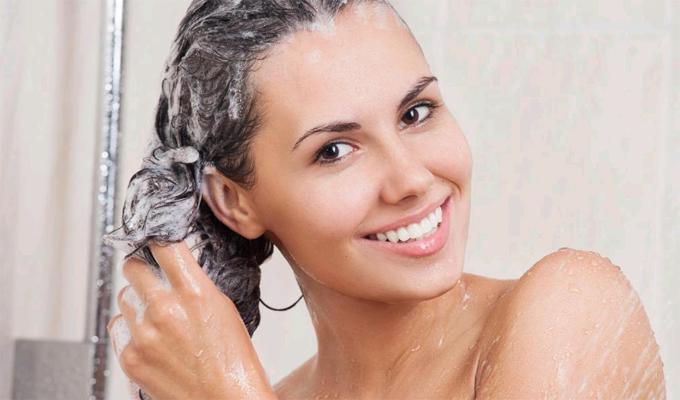 Keverj sót a samponodba hajmosás előtt - Csodákat művel a problémás hajjal